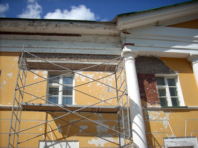 Как отреставрировать фасад загородного дома
